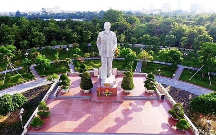 Quảng trường Hồ Chí Minh tại Vinh